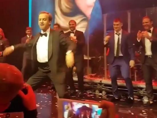Танцующий Дворкович взорвал соцсети