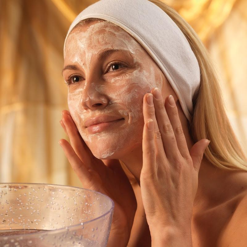 Как подтянуть кожу лица без салонных процедур: 3 лучших маски для лица