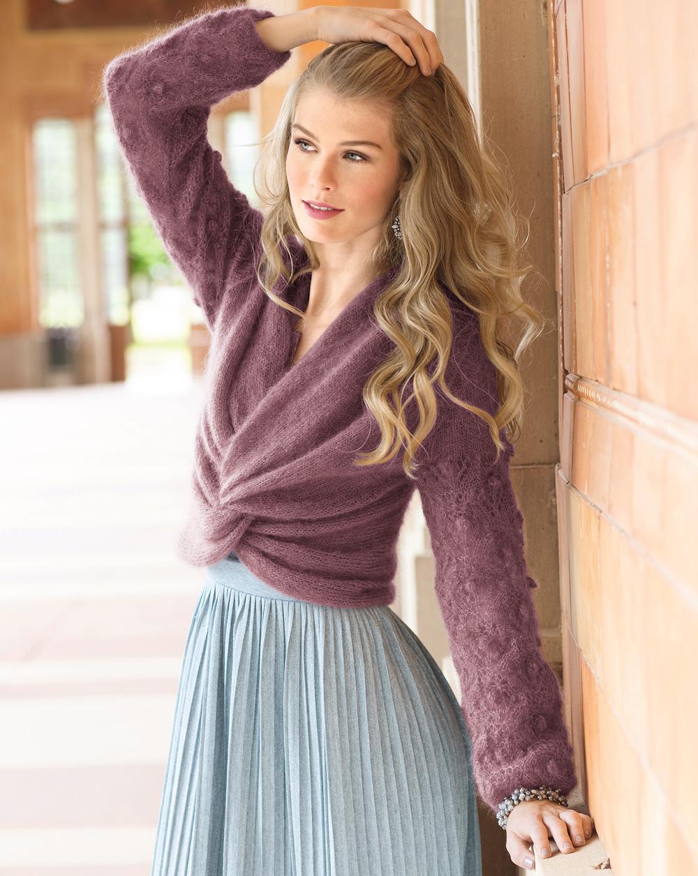 Пуловер спицами с эффектом запаха