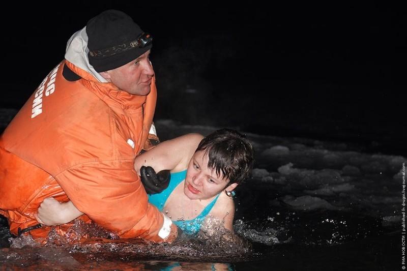 Почему купаются в проруби в крещение