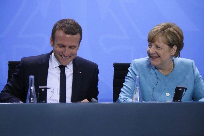 Меркель и Макрон затягивают …