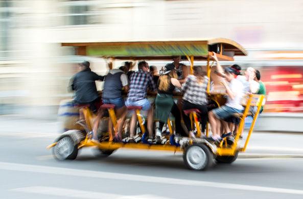 В Европе начали запрещать пивные велосипеды