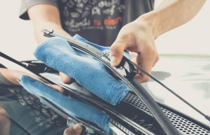 Как устранить скрип дворников по стеклу автомобиля