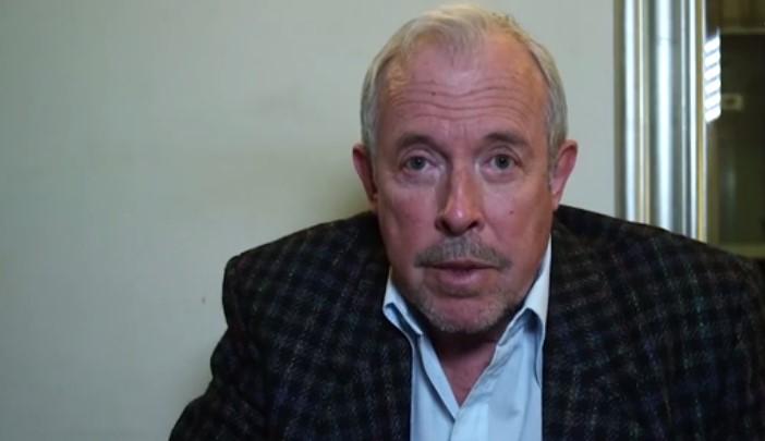 «Лучше всего было бы его не трогать»: Макаревич, Быков и другие записали обращение в поддержку Али Феруза