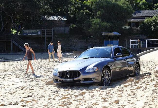 В Сиднее водитель Maserati выехал на пляж, чтобы поиграть там в гольф
