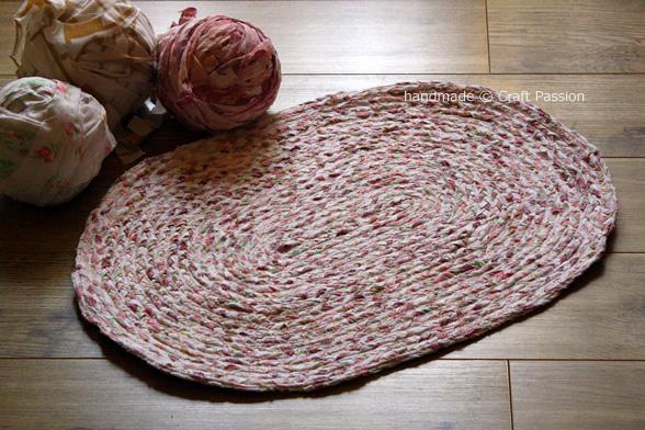 Делаем сами коврик из старых простыней