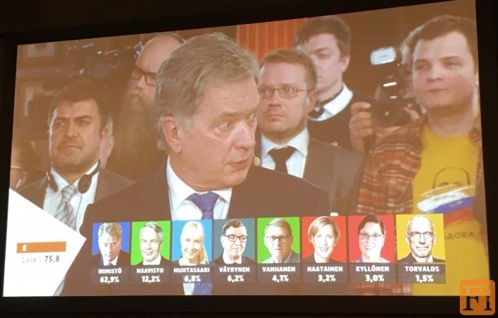 """Журналист """"Эхо Москвы"""" смутил финнов на выборах футболкой с Путиным"""