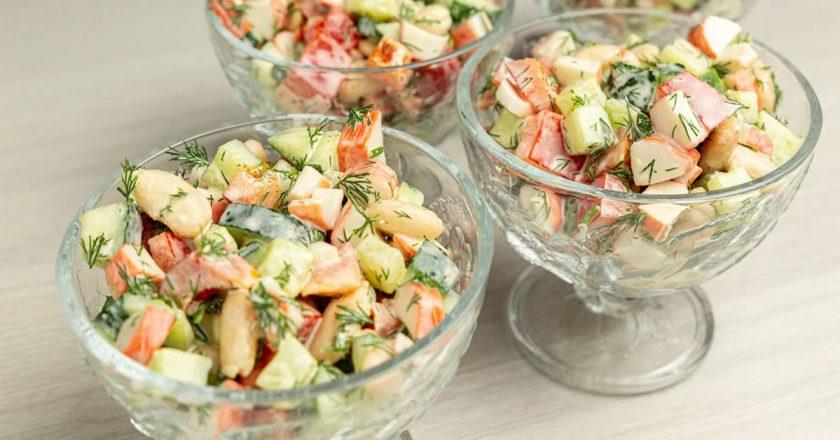 Легкий салат с крабовыми палочками «Москвичка»