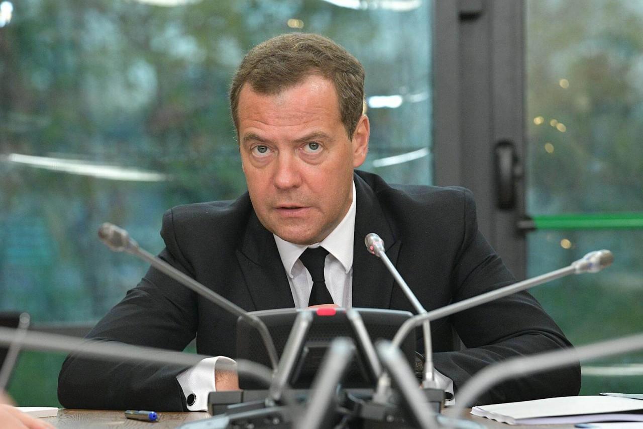 Депутаты отвернулись от Медведева-премьера
