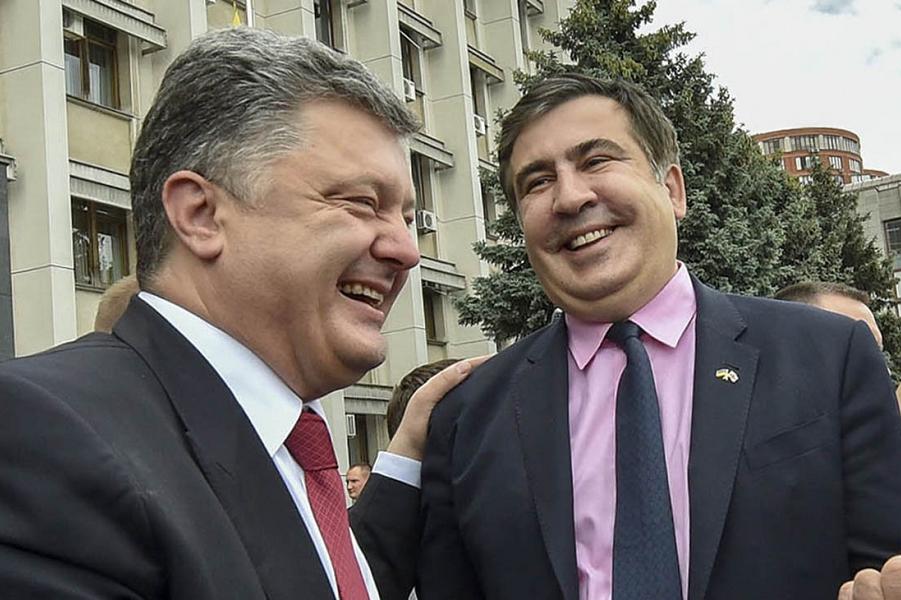 К Саакашвили пришли. А он на крыше
