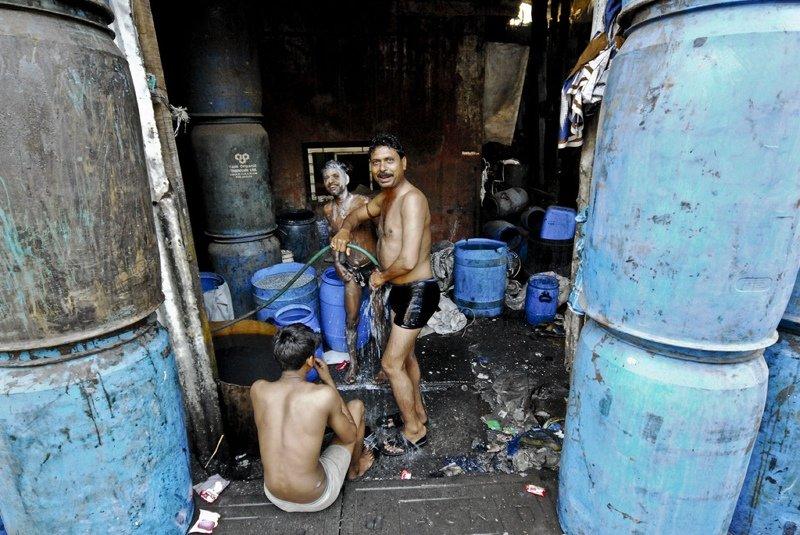 Уснуть под поездом. Мумбаи, индия, интересное