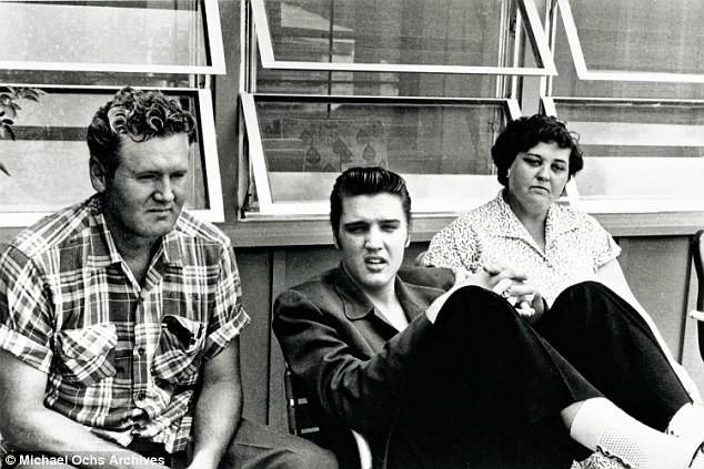 Молодой Элвис с родителями архив, знаменитости, интересно, история, редкие снимки, фото, фотоальбом, элвис пресли