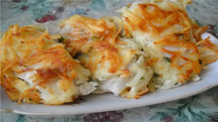 Вкусная рыбка под тертой картошкой
