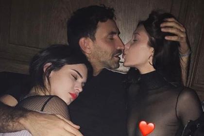 В Instagram раскритиковали эротический снимок Беллы Хадид и Кендалл Дженнер
