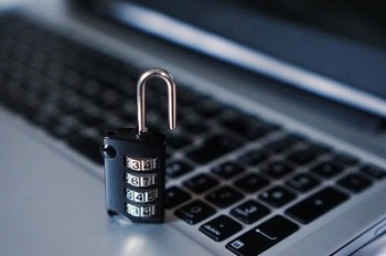 Хакеры украли со счетов Центробанка РФ 2 миллиарда рублей