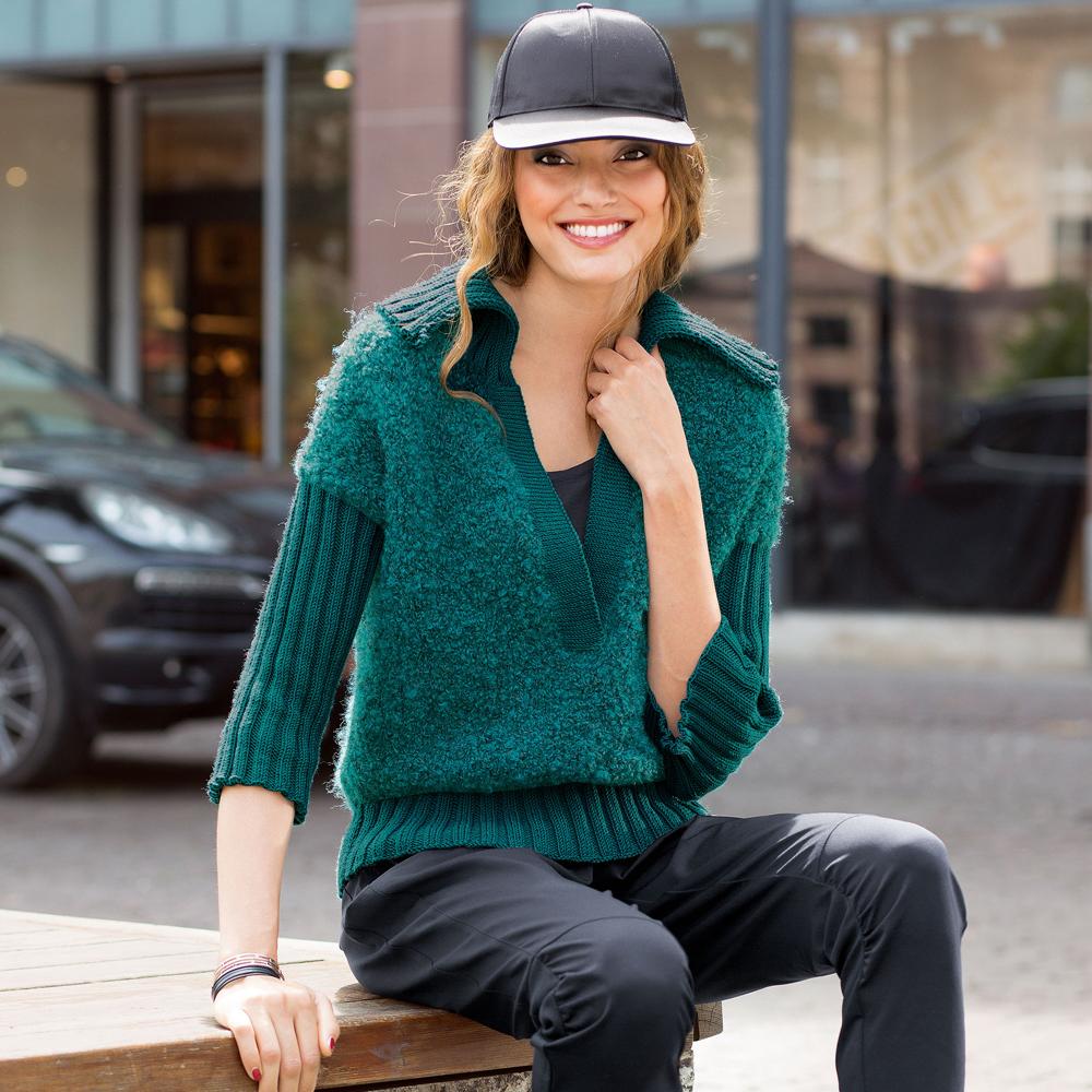 Пуловер с глубоким вырезом и…