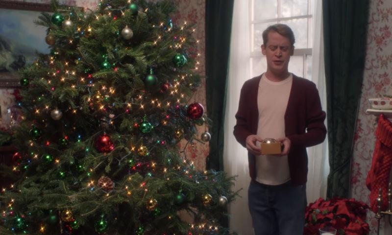 Маколей Калкин повторил культовые сцены «Один дома» в рекламе Google