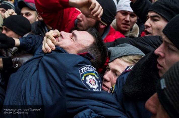 Вооруженные люди захватили здание полиции и райсовета в Затоке