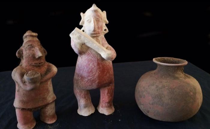 Сенсационная находка в мексиканской гробнице: человеческие черепа и загадочные статуэтки