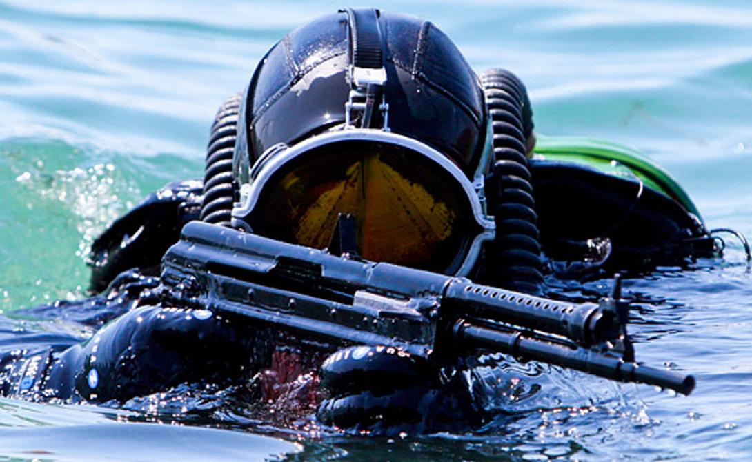 ПДСС Аббревиатура расшифровывается «Подводные диверсионные силы и средства». Грубо говоря, ПДСС — аналог американских «морских котиков», с большой поправкой на суровые российские реалии. Кандидат в боевые пловцы проходит строжайший многомесячный отбор, в ходе которого физические и психологические нагрузки доходят до предела. Подразделения ПДСС дежурят на всех военно-морских базах России и выполняют точечные задания за пределами страны.