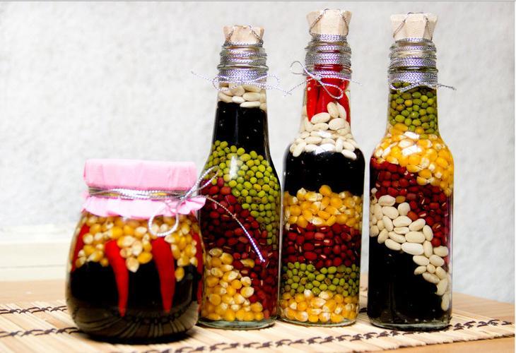 Декоративная бутылка с природными материалами - прекрасное украшение на кухню