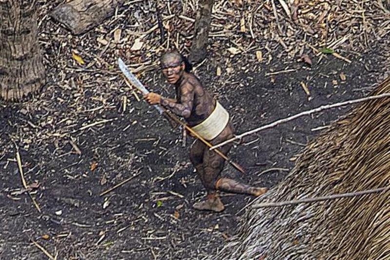 Нетронутые цивилизацией: Редкие снимки неконтактировавшего племени в лесах Амазонки