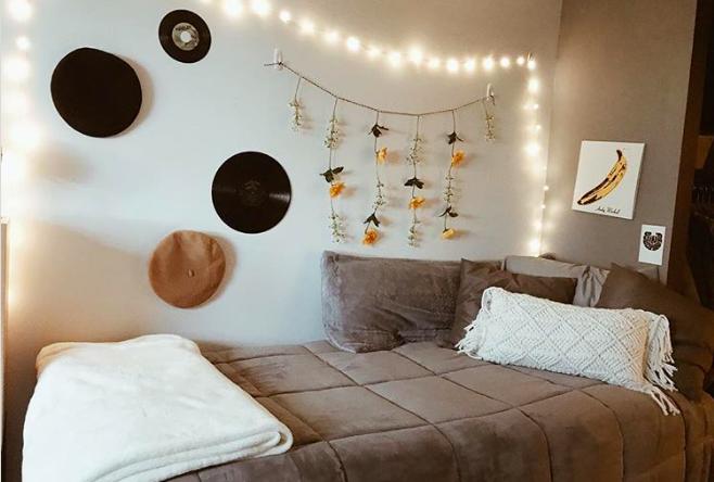 «Дом вдали от дома»: первокурсники превращают комнаты в общежитиях в уютные гнездышки