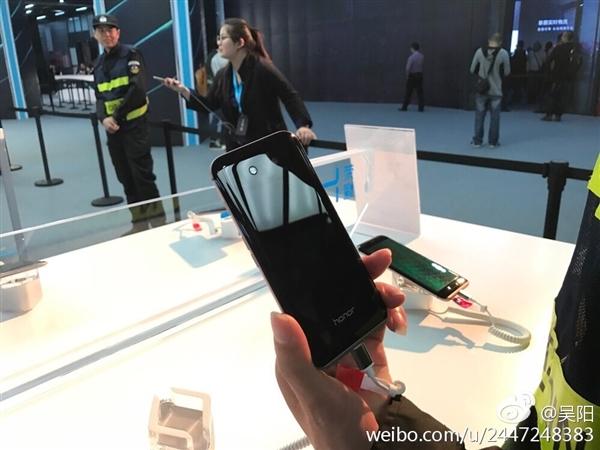 Huawei анонсировала уникальный смартфон Honor Magic