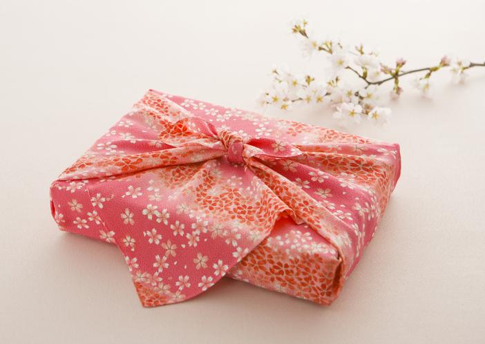 «Экологично и практично»: упаковываем новогодние подарки по-японски