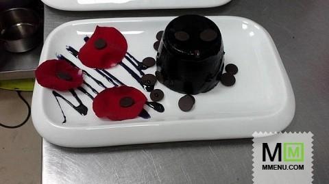 Черное желе из лесных ягод с шоколадом