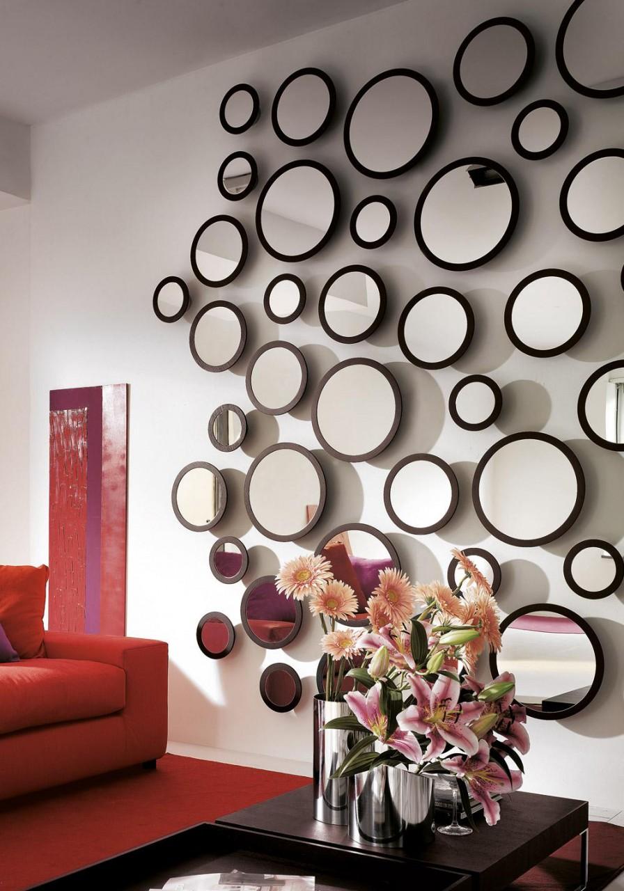 Зеркальный декор стены