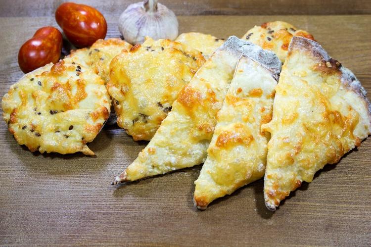 Картофельно-сырные слойки