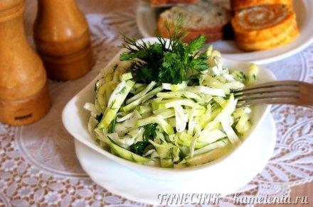 Приготовление рецепта Сочный салат с кабачком и капустой шаг 6
