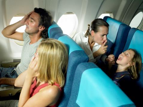 Картинки по запросу орущие дети в самолете