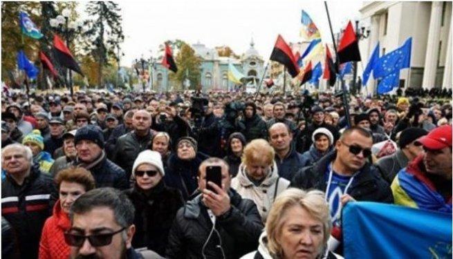 Удалось добиться единства нации: почти 80% жителей Украины не доверяют Раде, кабмину и президенту