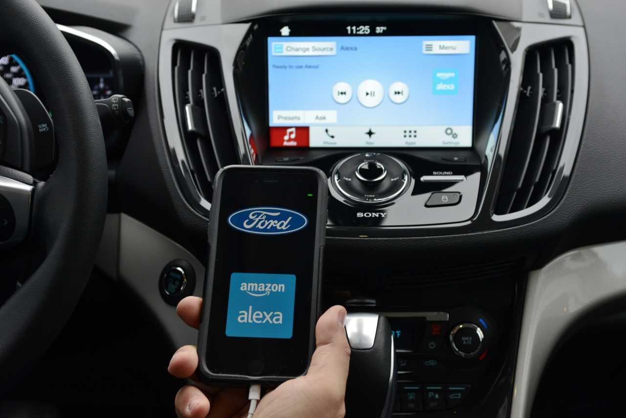 Голосовой помощник Alexa внедрят в авто и холодильники