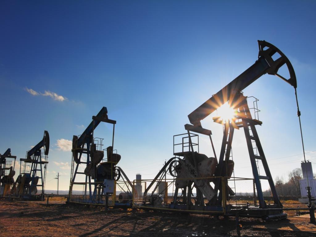 Цены на нефть растут после подписания единого заявления России и Саудовской Аравии