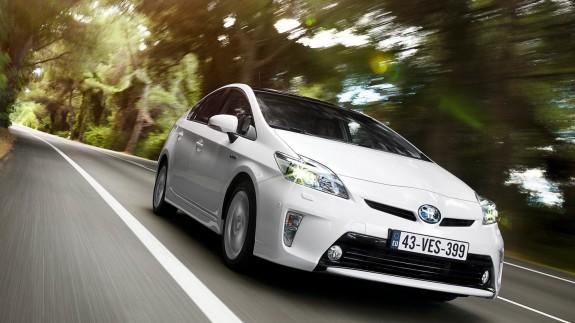 Новая Toyota Prius задерживается, чтобы стать еще экономичнее