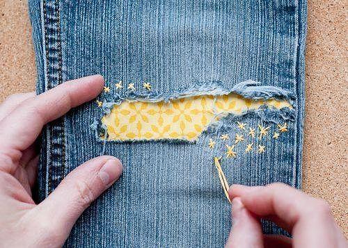 Дырка на джинсах - повод вдохнуть в них новую жизнь