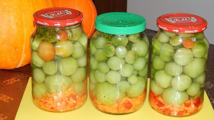 Продолжаем запасаться: Маринованные зеленые помидоры на овощной подушке