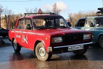 Предупреждающие знаки на авто в России хотят сделать обязательными