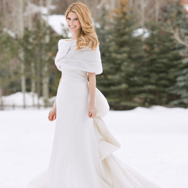 Мех и перья: выбираем зимнее свадебное платье