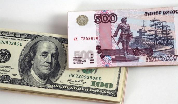 Доллар и рубль страдают от политики