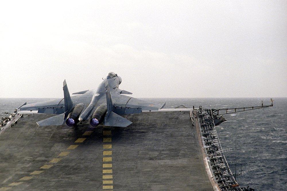 Комплектующие аэрофинишёра на, из-за которого свалился Су-33 с