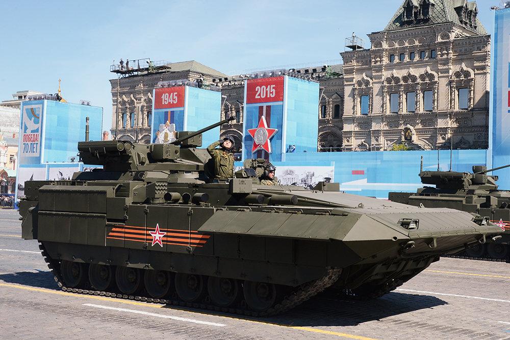 """Американский эксперт назвал Т-15 """"супероружием русской армии"""""""