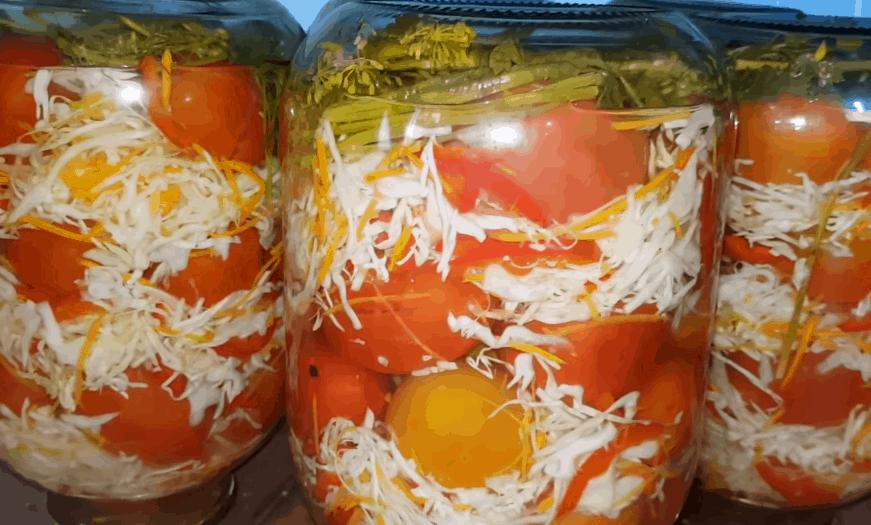 Вкусные и необчные помидоры на зиму в капустных листьях