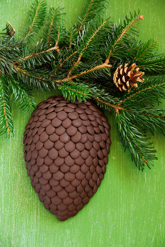 "Новогодние торты ""Шишка"" - три рецепта. Салат Оливье ""Шапка Деда Мороза"""