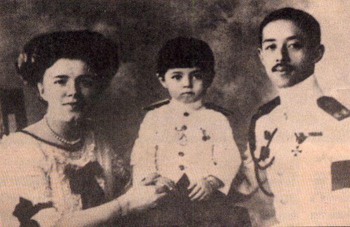 Катерина Десницкая и принц Чакрабон с сыном