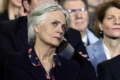 В парламенте Франции начались обыски по делу жены Фийона