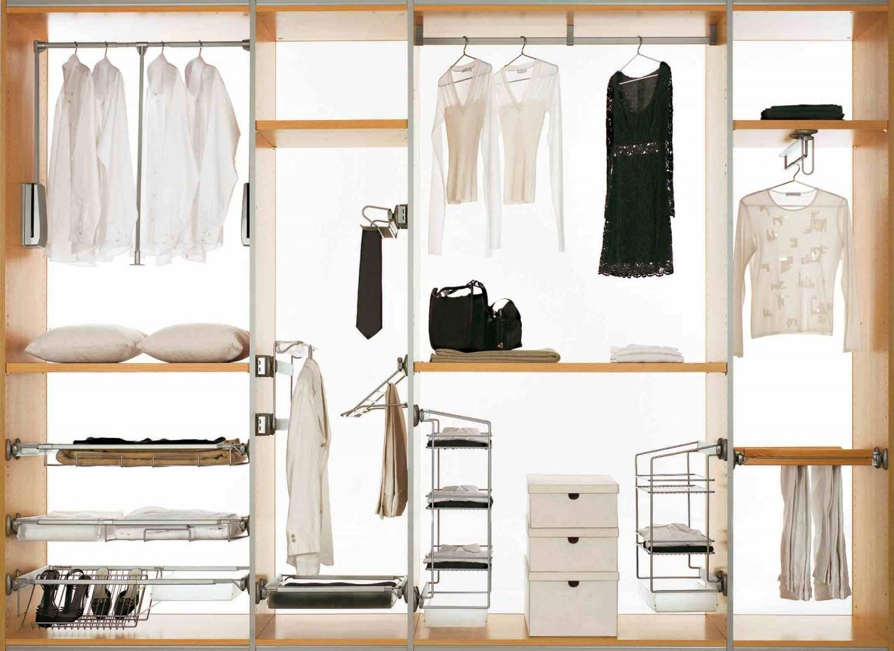 Пример организации встроенного шкафа купе